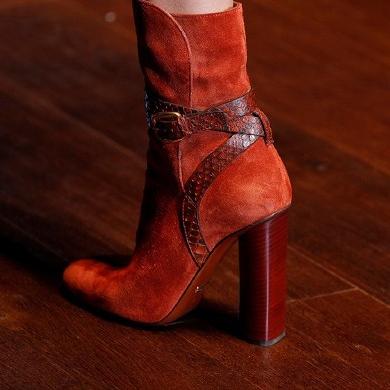 时尚血红女士中筒靴