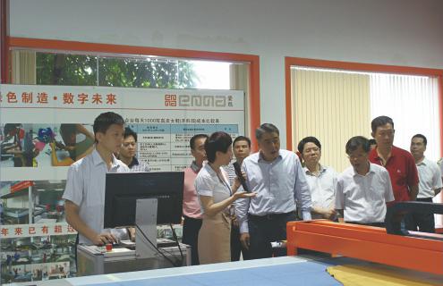 广东省副省长许瑞生到爱玛数控参观考察。